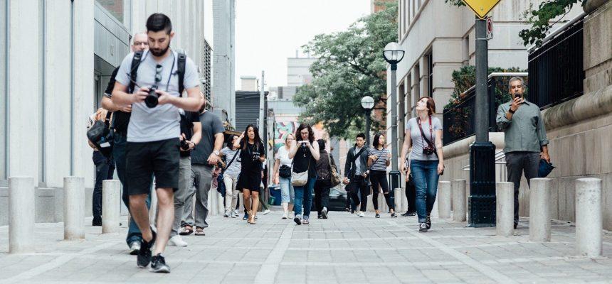 pedestrians-918471_1920